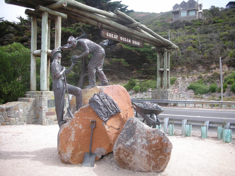 memorial arch statue Great ocean road